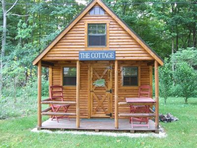 Cute 3-season guest cottage included with in-season rental. Fun for kids!