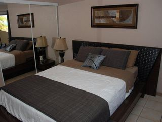 Grand Cayman condo photo - Bedroom with Queen Bed