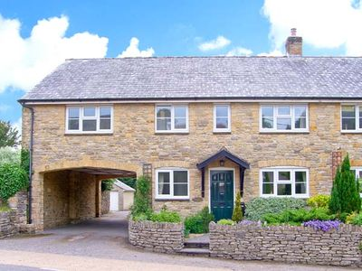 OLD YEW COTTAGE, family friendly in Broadwindsor, Ref 27063
