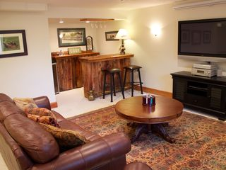 "Yellowstone lodge photo - ""Wapiti Big Game Room"""