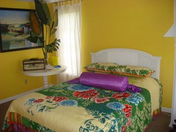 third bedroom - queen bed - plazma TV