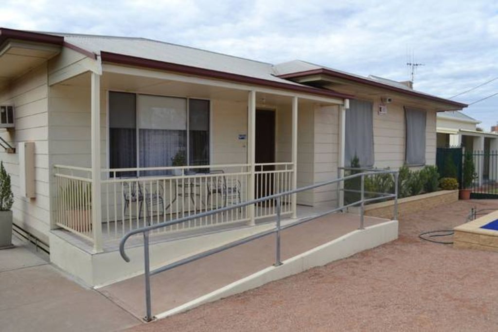 Explorers-4 bedroom family home -centrally located