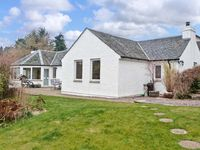 EDEN COTTAGE, pet friendly, with a garden in Strathpeffer, Ref 12223