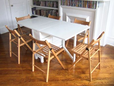Apt 3 apt 3of4 win a free night 5min to subw 12min manh - Fold away table and chairs ...