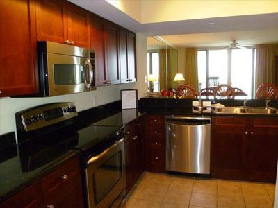 Fully Equipped Kitchen with Granite Counter-tops and Stainless Appliances!