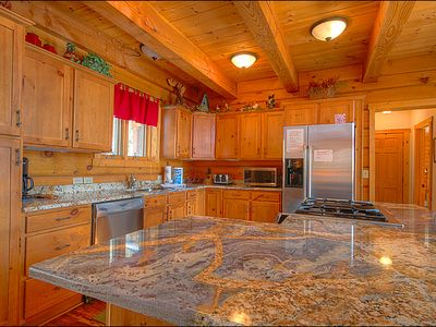 Gorgeous Granite Countertops with an Abundance of Space