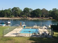 Walking distance to 3 sisters park and jump off the dock to Hunters springs!