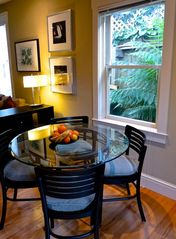 Table seats 4-6 comfortably - San Francisco apartment vacation rental photo