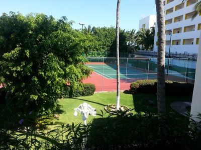 Tennis courts at Villa Pacifico