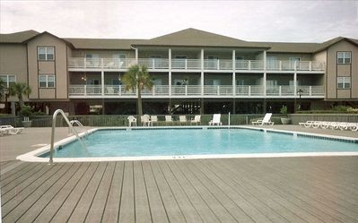 Large pool and cabana area, BBQ grill area - 45 seconds to Beach from Pool