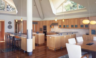 DRAMATIC VIEWS AND ARCHITECTURE AS SEEN ON HGTV-7 NIGHT MINIMUM STAY - Kitchen and beautiful cabinetry