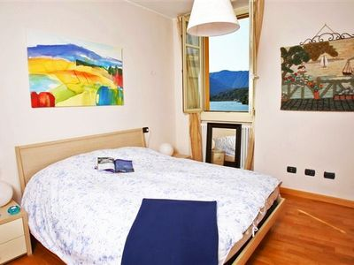 La Piazza Menaggio - Master bedroom with double bed