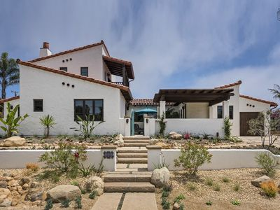 Gorgeous spanish-style home in the Mesa, 700 ft from the Mesa steps, great outdoor space: Casa de Lujo