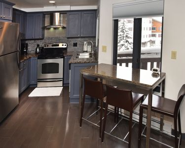 Vail Village Apartment W Lock Off Hotel Room- Totally Renovated Perfect Location