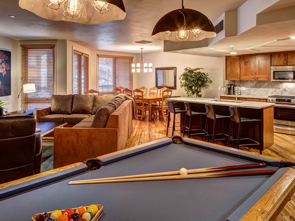 Ski In Out 3 Br Luxury Condo On Main St Hot Vrbo