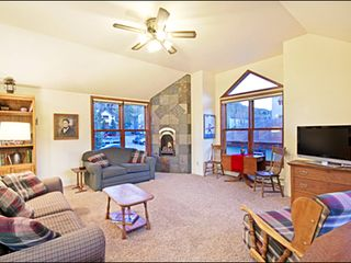 Breckenridge townhome photo - Warm and Sunny Living Room with New Gas Fireplace