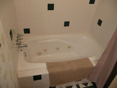 Lubbock house rental - Downstairs Bathtub with Shower
