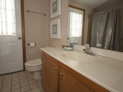 Chatham house rental - 2nd Floor Bath with Shower and Tub
