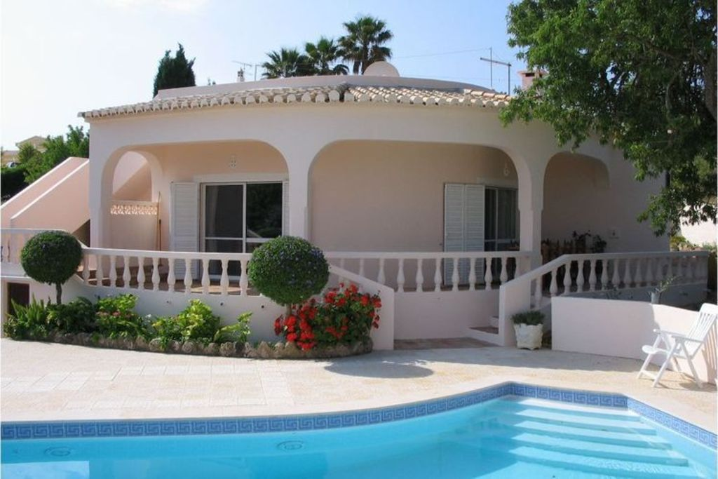 Peaceful and relaxing villa just 5-minuts' drive from the historical Lagos city.
