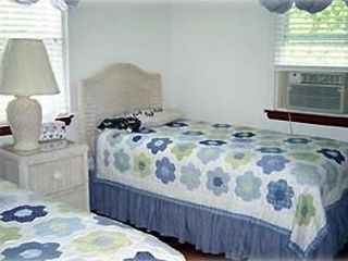 Hyannis - Hyannisport house photo - Twin Bedroom with TV, Cable, AC and VCR/DVD Player