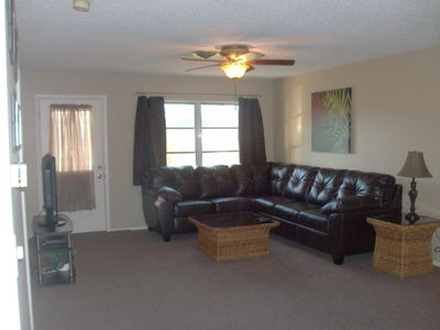 "Living room with 42"" TV & dvd player"