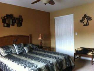 Camdenton condo photo - Guest bedroom on main level with queen size bed