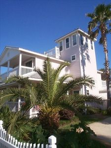 Breezy Shore exterior front view-Destin Florida Beach vacation home