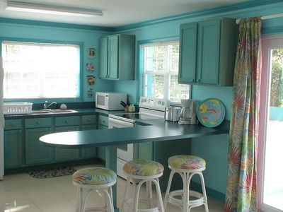 charming bahamian cottage, turquoise  homeaway spanish wells,American Kitchen In Pakistan,Kitchen cabinets