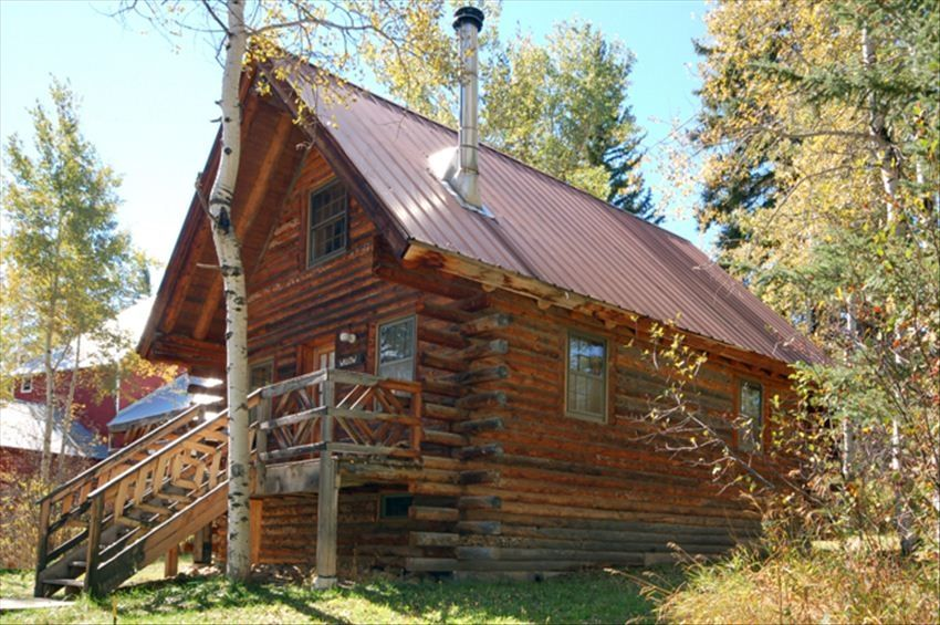 Cabins at perry mansfield scenic and pet friendly for Cabin rentals near steamboat springs