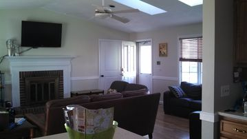 Narragansett house rental - All new solid wood doors, wall/trim paint.This large area seats12 comfortably