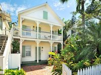 Contemporary seaside cottage w/ private hot tub, shared pool - walk to Duval St.