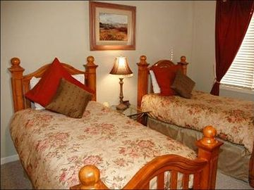 Representative Of A Second Bedroom At The Seasons Lodge, Arrowhead