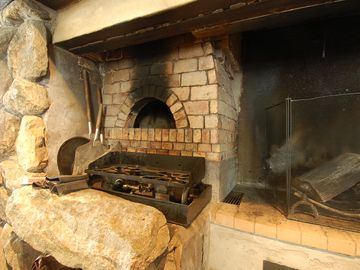 Fireplace and Wood Pizza Oven - Fireplace and Wood Pizza Oven