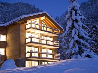 Chalet Altesse by night in winter
