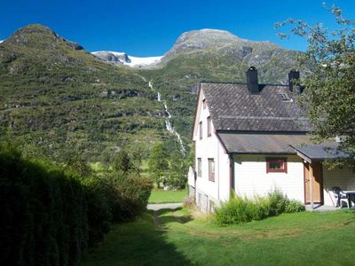 Holiday house with view of glacier with large garden for 6 persons