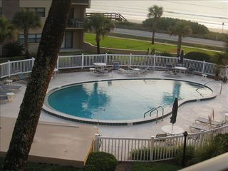 Ormond Beach condo photo - Courtyard pool. Deep end goes to 8 1/2 feet!