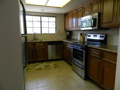Palm Springs condo rental - New stainless steel appliances, stone back splash surrounding kitchen