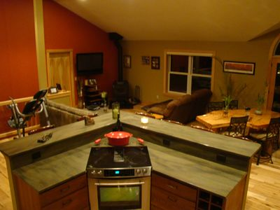Boardman River Cottage, w/fireplace, jacuzzi, air, WiFi, Kayaks, min. to town,