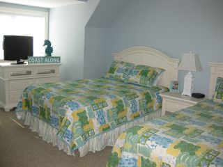 Belmont Towers Ocean City townhome photo - Second bedroom w/ 2 queen beds and private bath