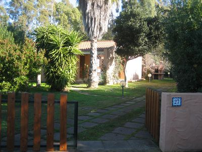 unifamilare villa surrounded by a beautiful garden, just 400 meters from the sea