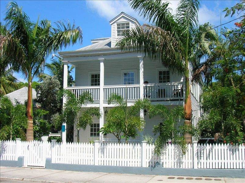 Old town key west condo monthly rentals only vrbo for Classic house keys samplephonics