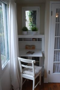 La Jolla cottage rental - Writing desk
