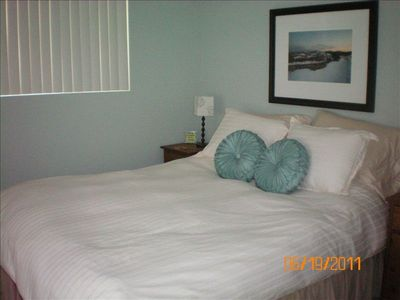 Guest room upstairs/queen size bed