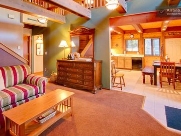 Soda Springs cabin rental - living room, kitchen