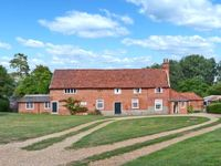 GARDENERS COTTAGE, pet friendly in Hadleigh, Ref 24518