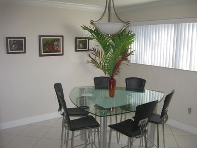 Diningroom with sitting for 6, very sunny and comfortable