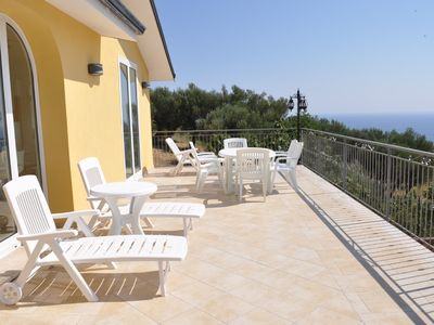 Modernly furnished house with sea view terrace for 6 sleeps