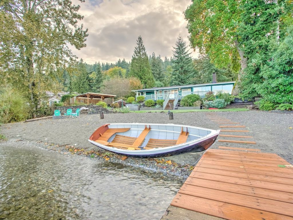 Private lake sammamish waterfront retreat vrbo for Waterfront retreat