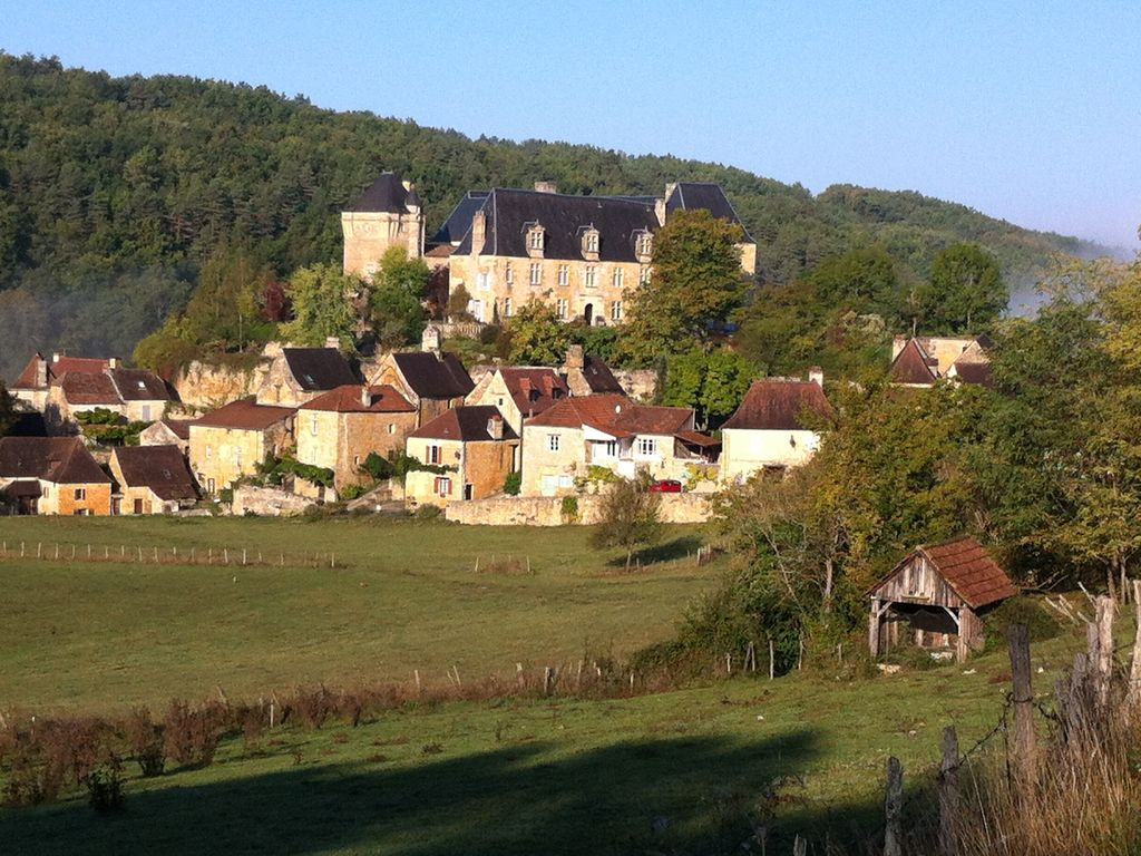 Cottage dordogne dans le village pittoresque calme for Jardin pittoresque