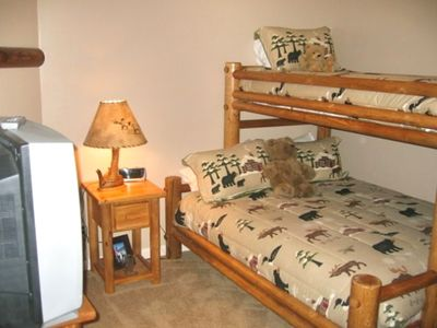 Additional bedroom- Queen and extra long twin bunk - very flexible rental option
